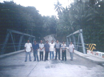 NEW BRIDGE. Chairman Jose Fuentes and other officials of Brgy. San Francisco pose before the newly completed bridge.