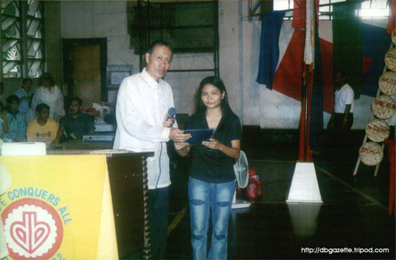 Celeste Freo, former DBI scholar, received the plaque intended for her sponsor, Mr. Alejo Dy - from DBI president Rogelio F. Fuentes