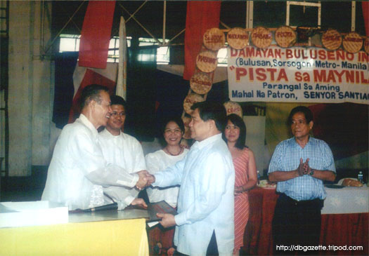 DBI president Rogelio F. Fuentes presenting the award to the former secretary.  Looking on are  (from left): Engr. Pablito R. Freo, Ms. Luz Z. Gamba, Ms. Ana Maglasang, and Ret. Maj. Gen. Cesar F. Fortuno