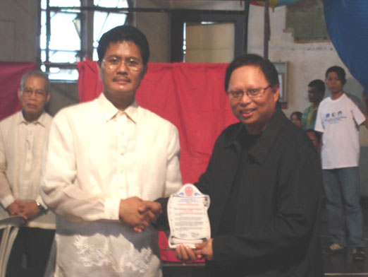 Mr. Arnold Clavio receives the Plaque of Appreciation from DBI Prexy Engr. Pablito R. Freo